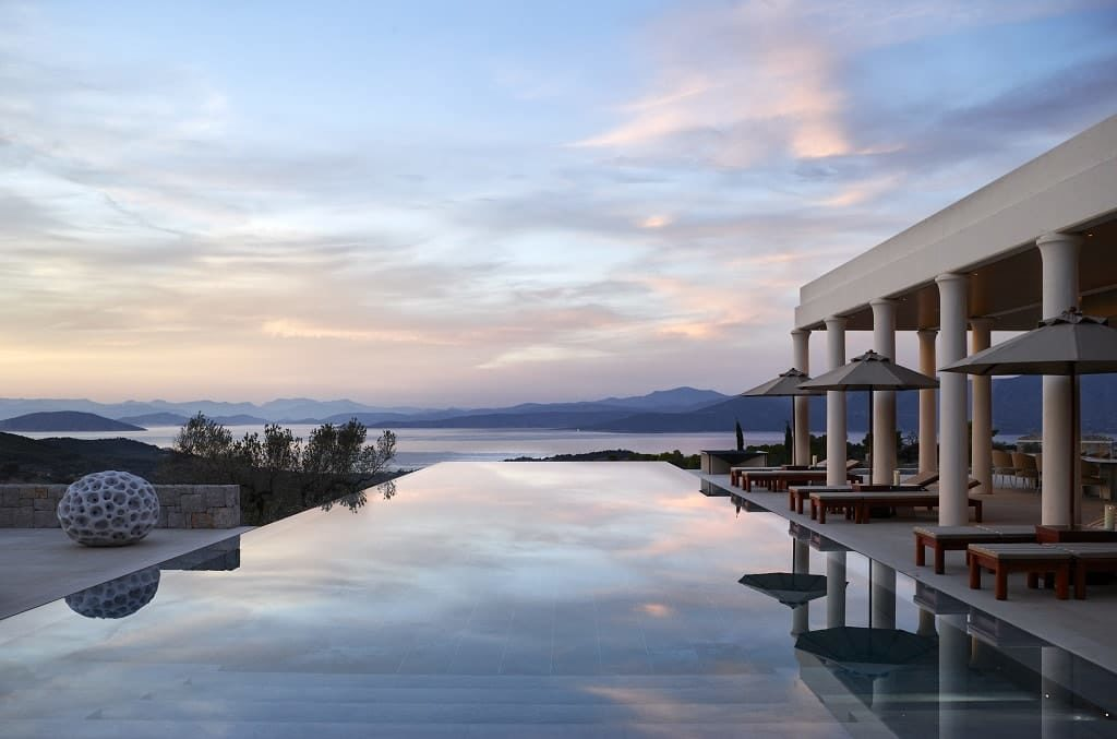 Amanzoe: небеса множатся на водной глади моря и бассейна. ФОТО: AMANRESORTS INTERNATIONAL PTE LTD